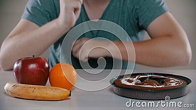 Frutas é bolo malvado é muito bom vídeos de arquivo