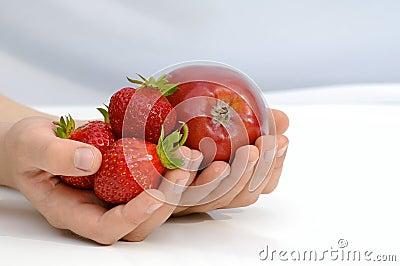 Frutas en las manos