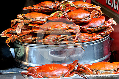 Frying and boiled crabs in red