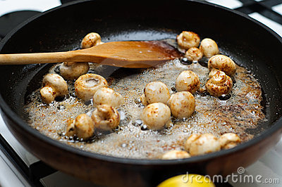 Frying fresh mushrooms