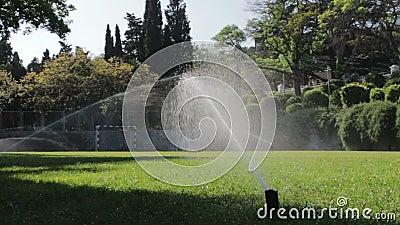 Fußballplatz gewässert