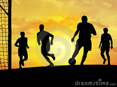 Fußball-Spielen (Sonnenuntergang)