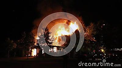 Fuego espectacular de la casa