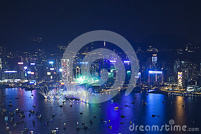 Fuegos artificiales 2013 de la cuenta descendiente de Hong Kong Imagen de archivo editorial