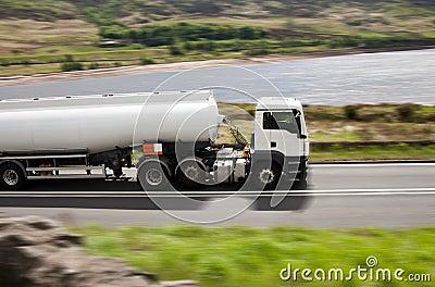 Fuel gas tanker truck