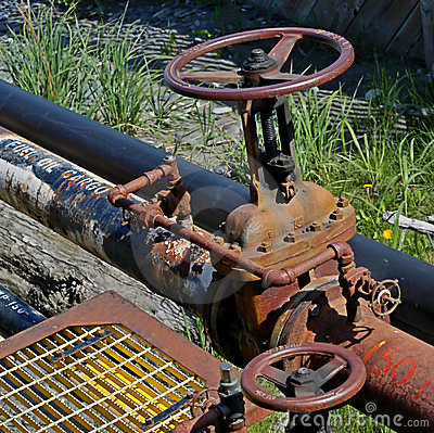 Fuel oil pipe with valve
