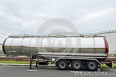 Fuel tanker semi-truck