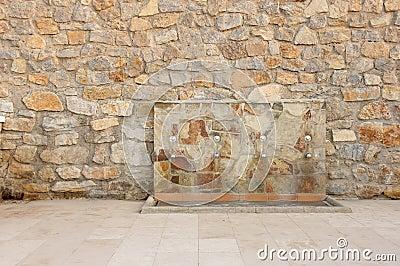 Fuente de agua en la pared de la piedra fotograf a de archivo imagen 20792342 - Fuentes de pared de piedra ...