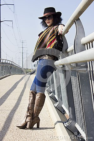 Free Full Length Portrait Of A Fashion Woman In Cowboy Style Stock Photo - 104442730