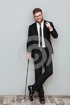 Free Full Length Portrait Of A Smiling Bearded Businessman In Suit Royalty Free Stock Photos - 99573618