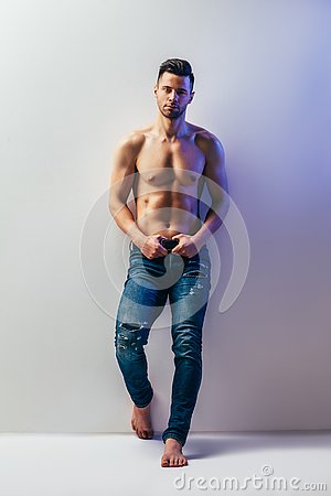 Free Full Length Portrait Of Sexy Muscular Shirtless Man Royalty Free Stock Images - 142275759