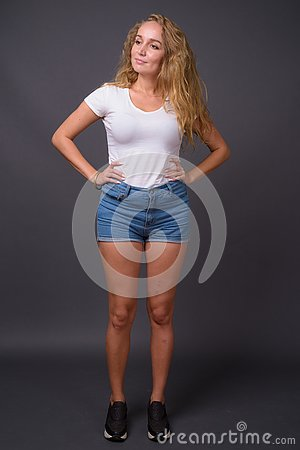 Free Full Length Portrait Of Young Beautiful Woman With Long Wavy Blond Hair Royalty Free Stock Images - 133328159