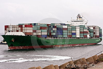 Full load on container cargo ship