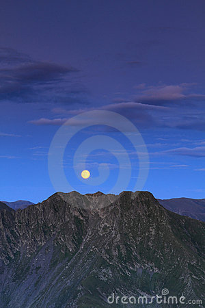 Free Full Moon Over Mountain Royalty Free Stock Photography - 20755947
