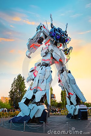 Free Full-size Mobile Suit RX-0 Unicorn Gundam At Diver City Tokyo Plaza In Tokyo, Japan Stock Photos - 123609363
