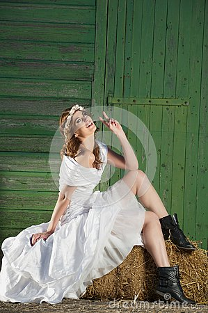 Free Fun And Friendly Fashion Bride Royalty Free Stock Photography - 27603197
