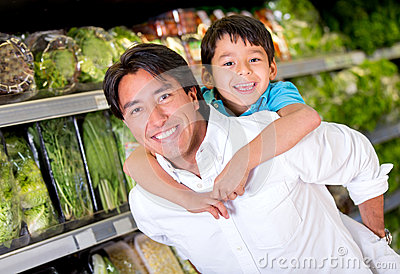 Fun dad at the supermarket