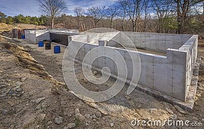 Fundação concreta para uma casa nova
