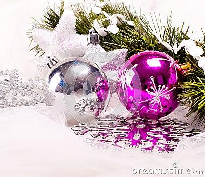 Fundo do ano novo com bolas da decoração