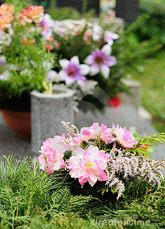 Free Funeral Flowers Royalty Free Stock Photos - 21922078