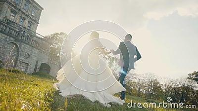 Funzionamento delle coppie di nozze stock footage
