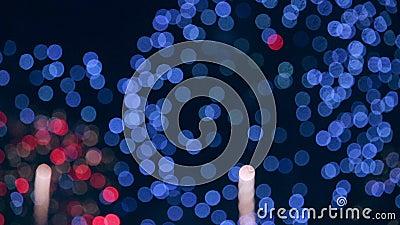 Fuochi d'artificio multipli il quarto luglio