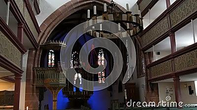 Furth Niemcy, Grudzień, - 3, 2018: Wnętrze stary kościół katolicki bez ludzi zdjęcie wideo