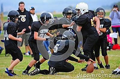 Futbol amerykański wypuszczenia piłki młodość Zdjęcie Stock Editorial