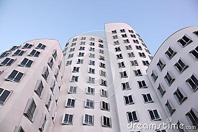 Futuristiska byggnader i Dusseldorf, Tyskland Redaktionell Fotografering för Bildbyråer