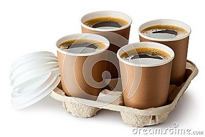 Fyra öppnade take-out kaffe i hållare