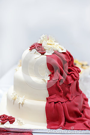 Gateau mariage rouge et creme