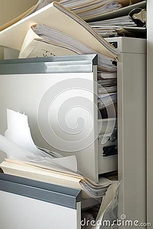 Gabinete de arquivo enchido