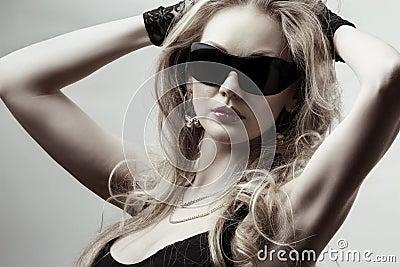 Gafas de sol que desgastan rubias