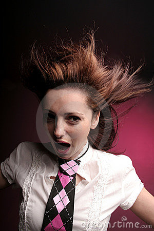 Galen skrikig kvinna