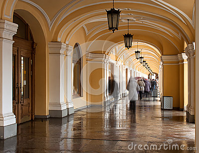 Saint-Petersburg: Gallery Passage Crowd