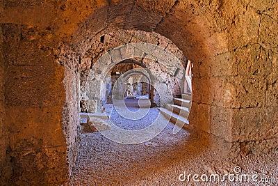 Gammal amphitheater i sidan Turkiet