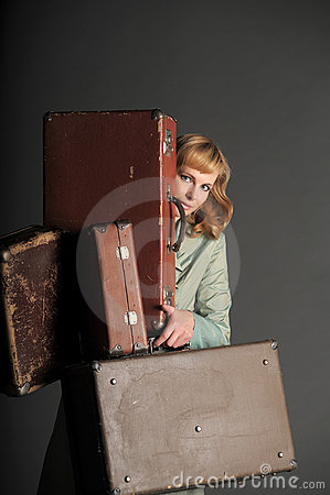 Gammal resväskakvinna
