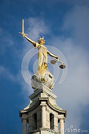 Gammal staty för borggårdrättvisa
