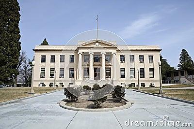 Gammal ståndsmässig domstolsbyggnad