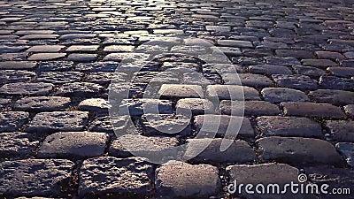 Gammal väg gjord av stenen Kalundborg Denmark lager videofilmer