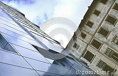 Gammalt nytt kontor för byggnader
