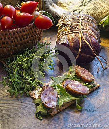 Free Gammon Ham With Tomotoes And Juniper Royalty Free Stock Images - 55269529
