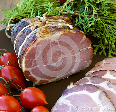 Free Gammon Ham With Tomotoes And Juniper Stock Photo - 55270070