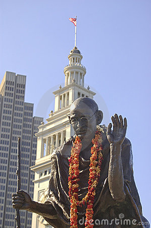 Free Gandhi Statue At San Francisco Ferry Terminal Stock Photos - 425443