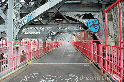 Gang van Brug Williamsburg in de Stad van New York