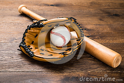 gant avec le base ball et la batte photo stock image 57970485. Black Bedroom Furniture Sets. Home Design Ideas