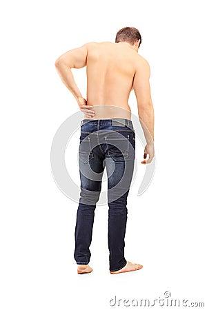 Ganzaufnahme eines Mannes schoss von hinten Leiden eine Rückseite