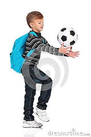 Garçon avec du ballon de football