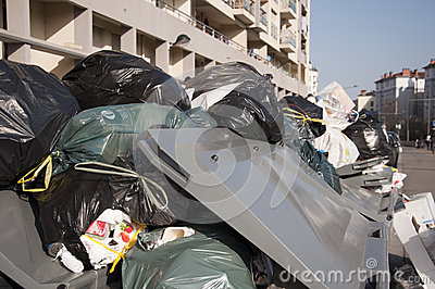 Garbage - Lyon city workers on strike