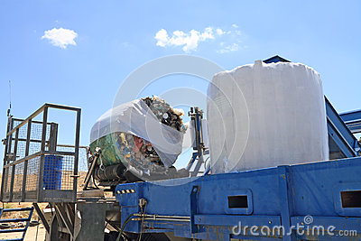 Garbage packing machine